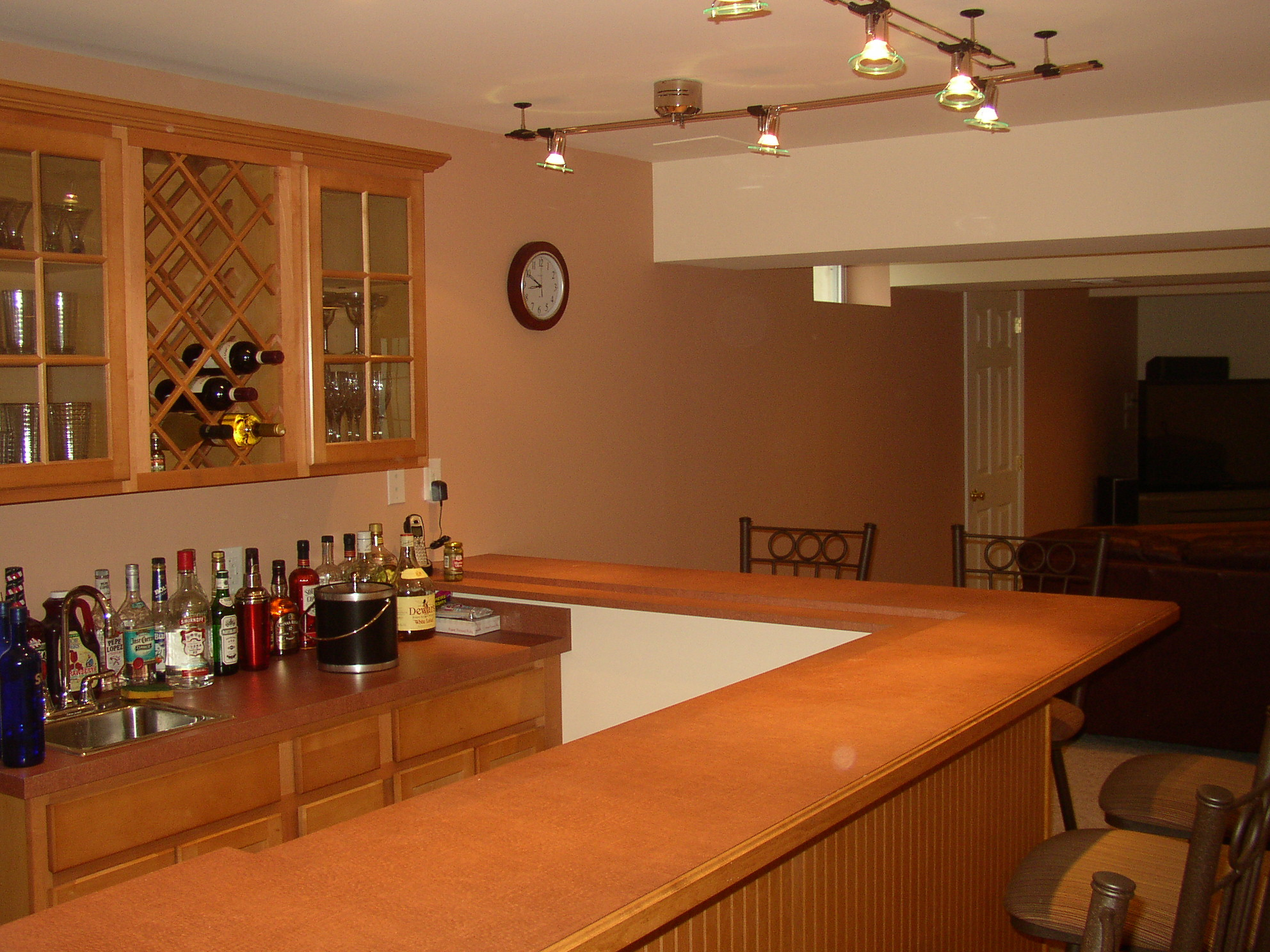 Presenting Awesome Decoration In Basement Wet Bar