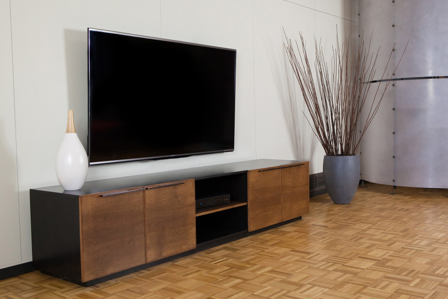 Long Media Console: Make A Stylish Organizer To Your Rooms