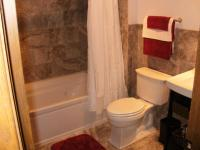 Small Bathroom Remodels: Maximal Outlook in Minimal Space ...