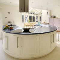 Curved Kitchen Island Ideas for Modern Homes
