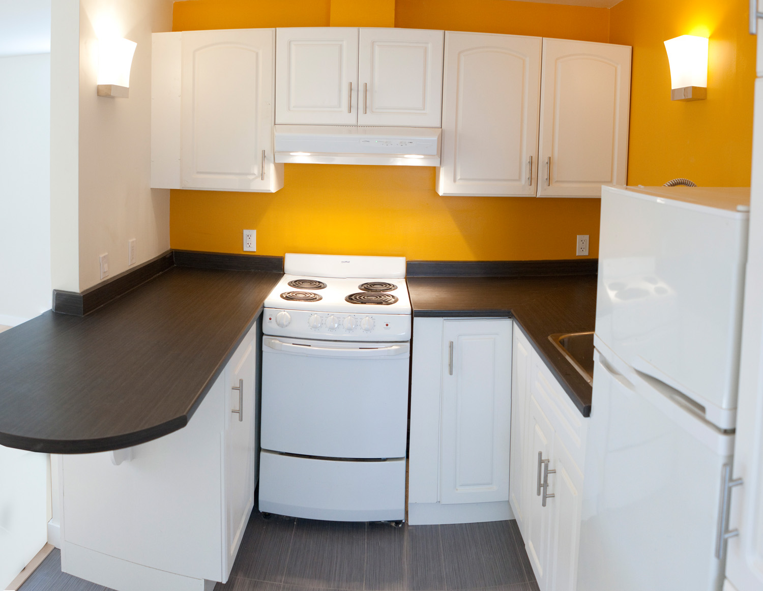 Avanti Compact Kitchen Design Opening Small Space for