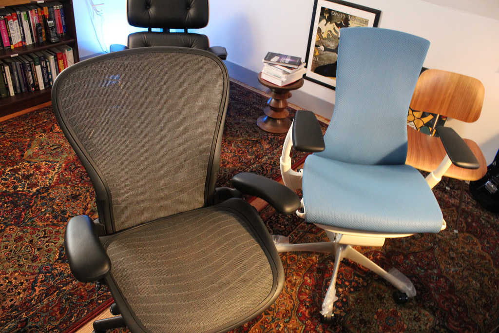 aeron chair manual contemporary accent chairs with arms leave space for adjustment comfortable working fashionable idea and gray color blue in office patterned area