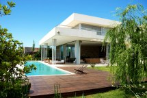 Modern House with Back Yard and Swimming Pool