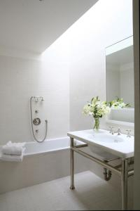 Bathroom Skylight Design Ideas
