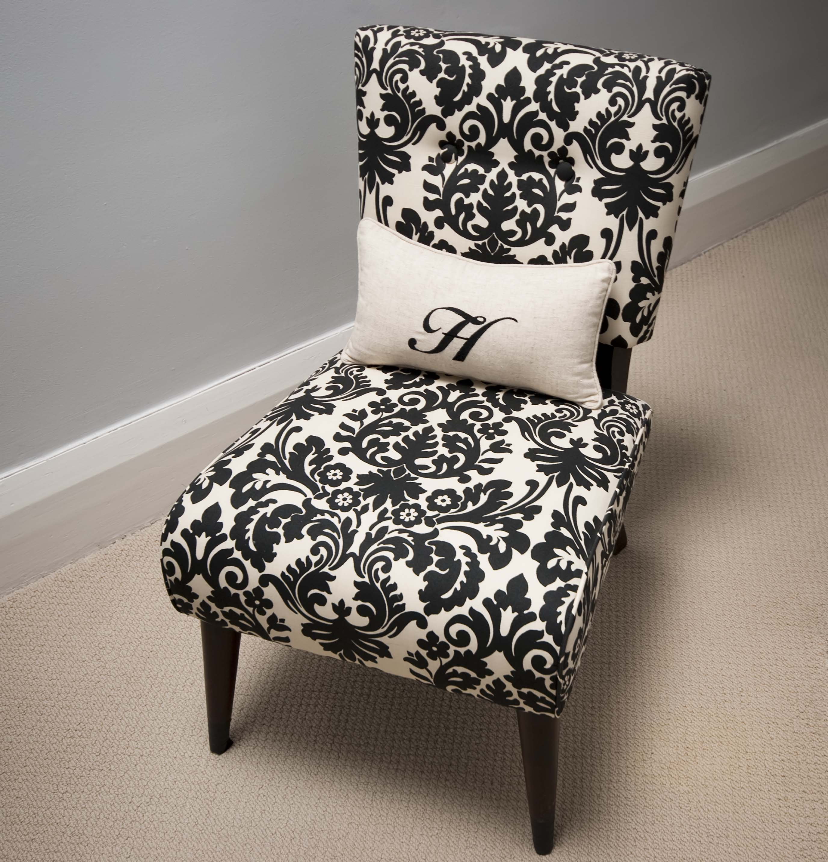 damask accent chair crochet christmas covers ideas homesfeed small with white pillow