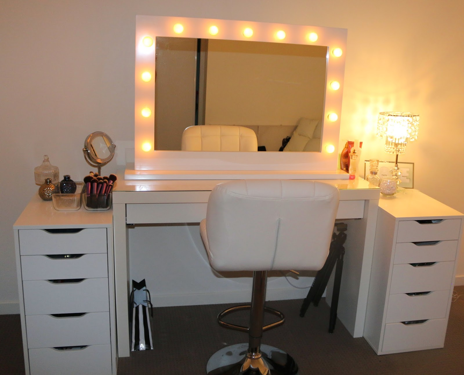 Vanity With Mirror And Chair Makeup Vanity Table With Lights Homesfeed