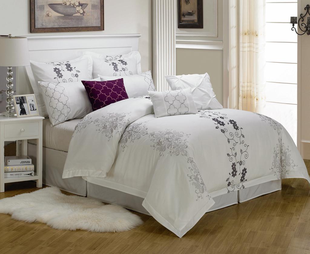 White Comforter Queen. Elegant White Goose Down