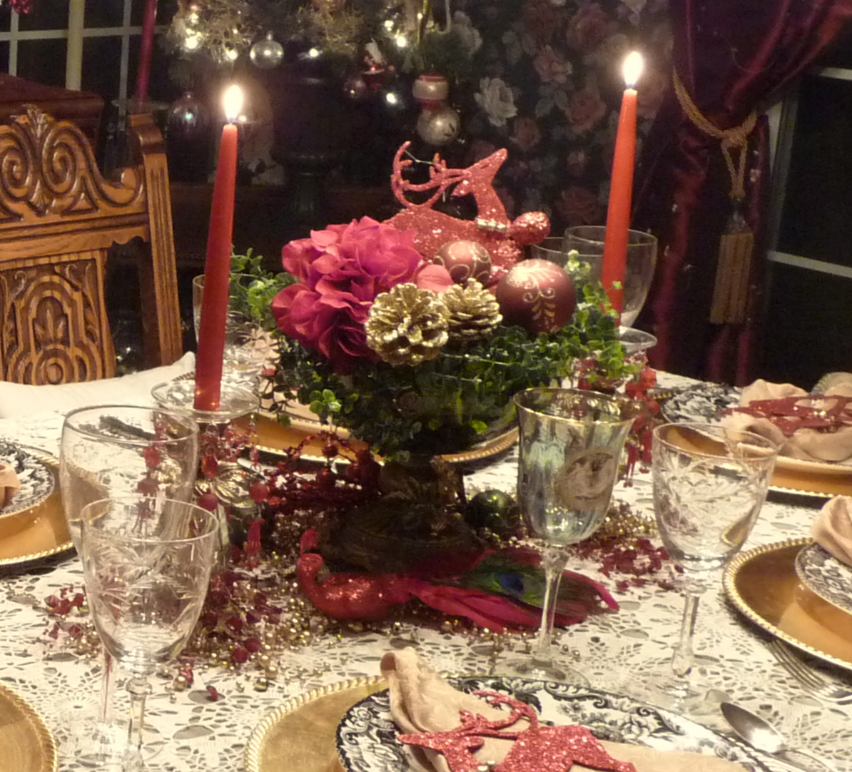 Beautiful Christmas Centerpiece With Adorable Red And