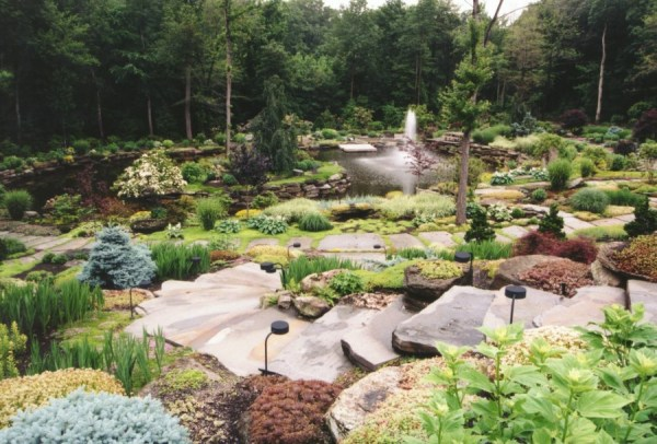 natural large rocks landscaping