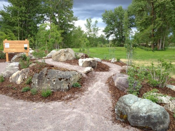 natural large rocks landscaping