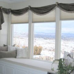 Living Room Curtain Ideas For Bay Windows Accent Pieces Comfortable Cushions Window Seats | Homesfeed