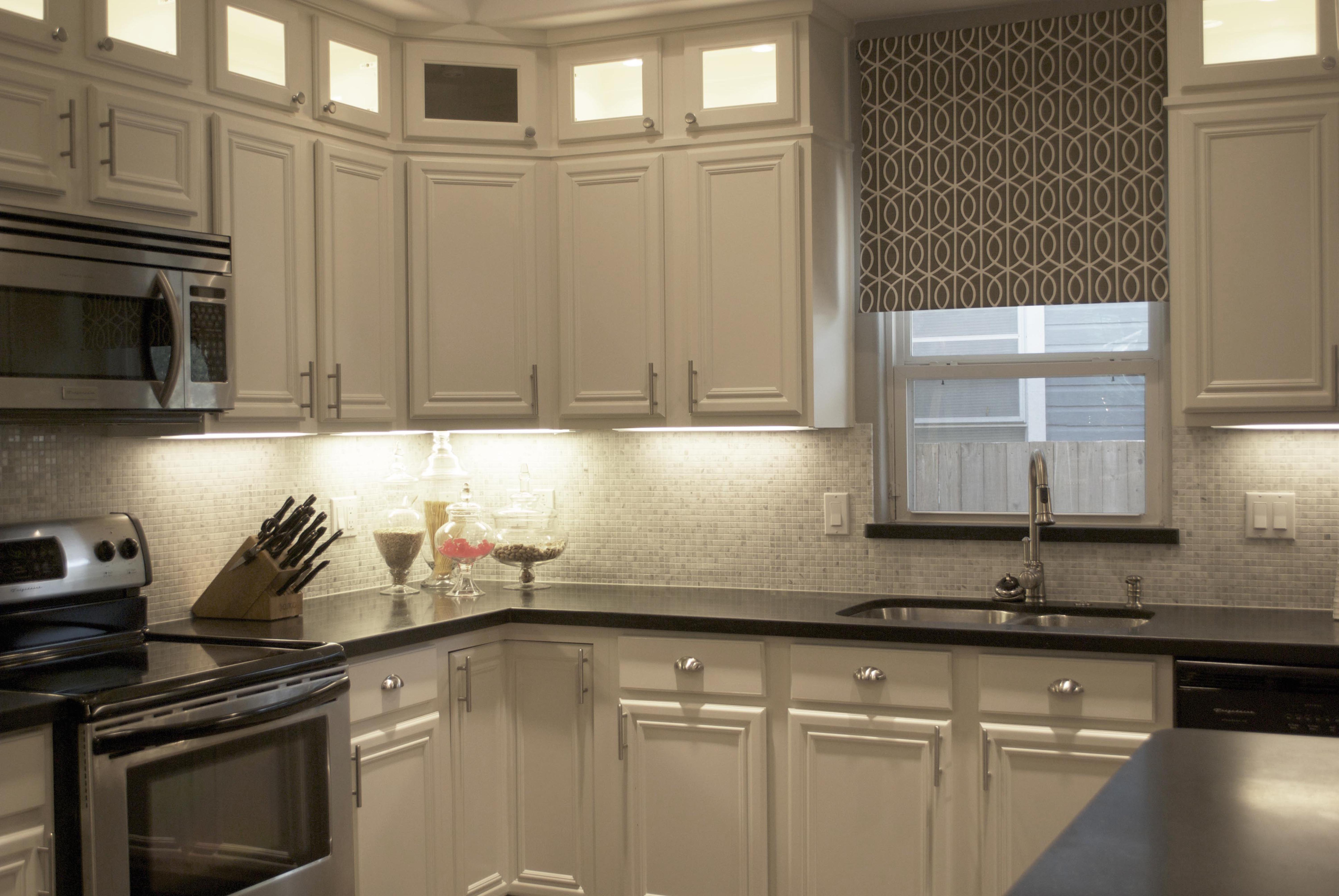white kitchen cabinets and backsplash hotels with kitchens in rooms carrara marble homesfeed