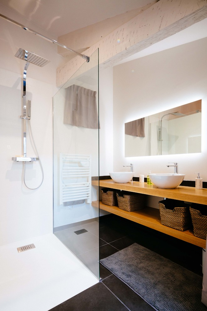 10 Inspiring Designs of Scandinavian Bathrooms with Black