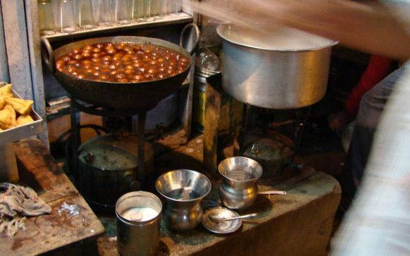 Adventures of Kiwi in India - The unexpected pleasure of gulab jamun on a train platform