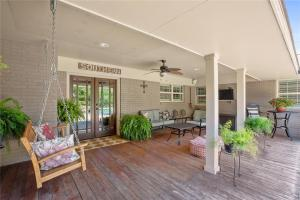 Magnolia Realty Pool Home in Waco