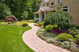 Affordable front yard walkway landscaping ideas (23)