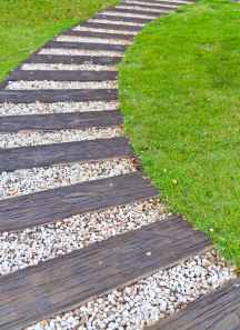 Affordable front yard walkway landscaping ideas (31)