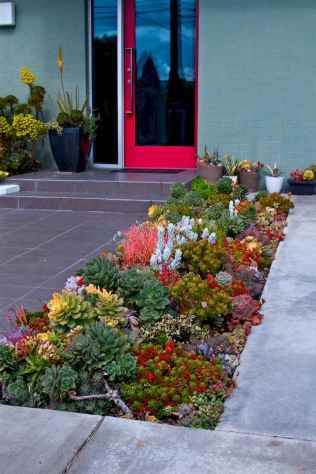 Affordable front yard walkway landscaping ideas (75)