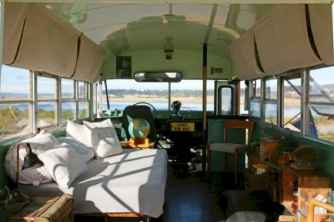 Tiny house bus designs and decorating ideas (67)