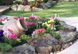 Beautiful front yard rock garden landscaping ideas (32)