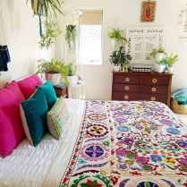Beautiful and elegance chic bohemian bedroom decor ideas (15)