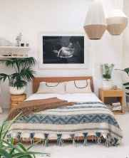 Beautiful and elegance chic bohemian bedroom decor ideas (26)