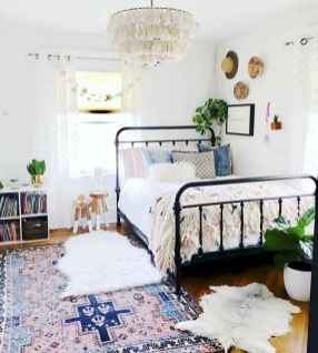 Beautiful and elegance chic bohemian bedroom decor ideas (30)