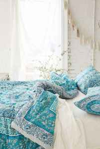Beautiful and elegance chic bohemian bedroom decor ideas (37)