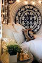 Beautiful and elegance chic bohemian bedroom decor ideas (66)