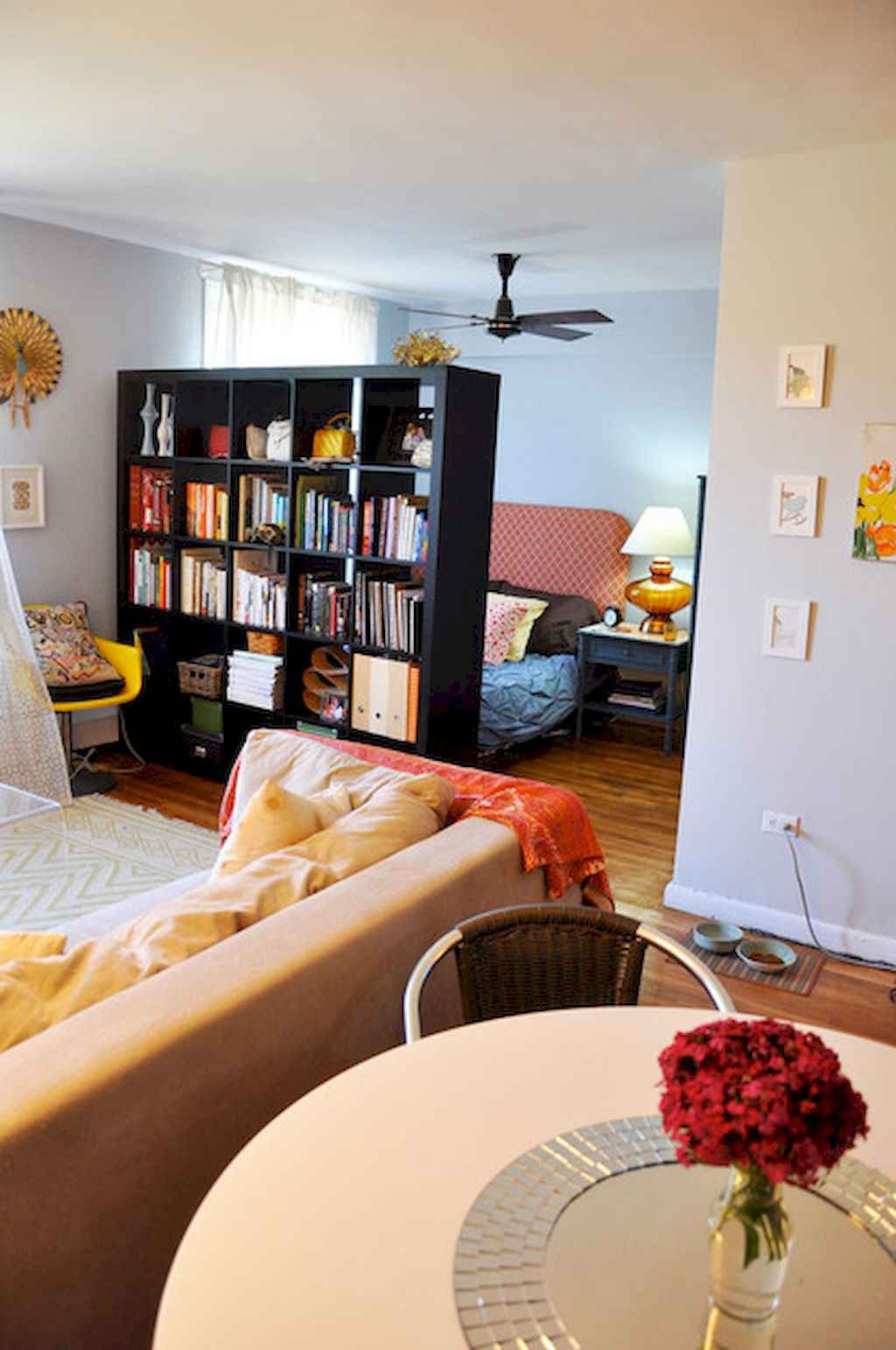 Cool small apartment decorating ideas on a budget (34)