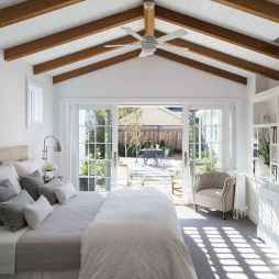 Farmhouse style master bedroom decoration ideas (33)