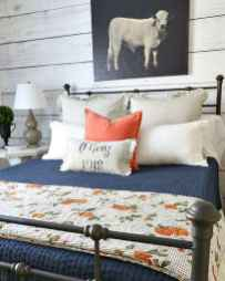Farmhouse style master bedroom decoration ideas (34)