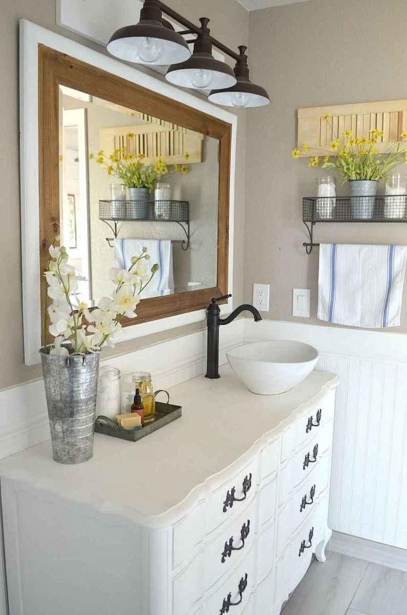 Vintage farmhouse bathroom remodel ideas on a budget (26)