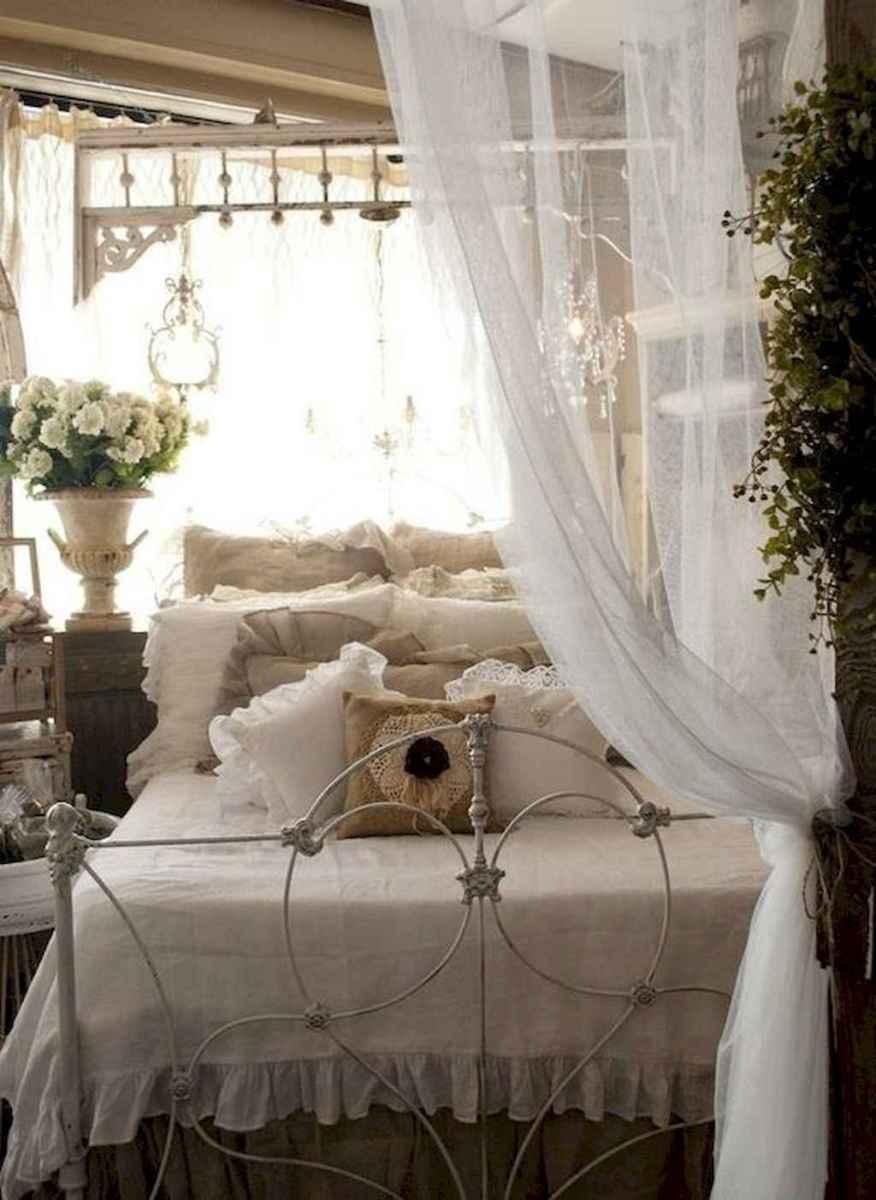 Adorable shabby chic bedroom decor ideas (16)