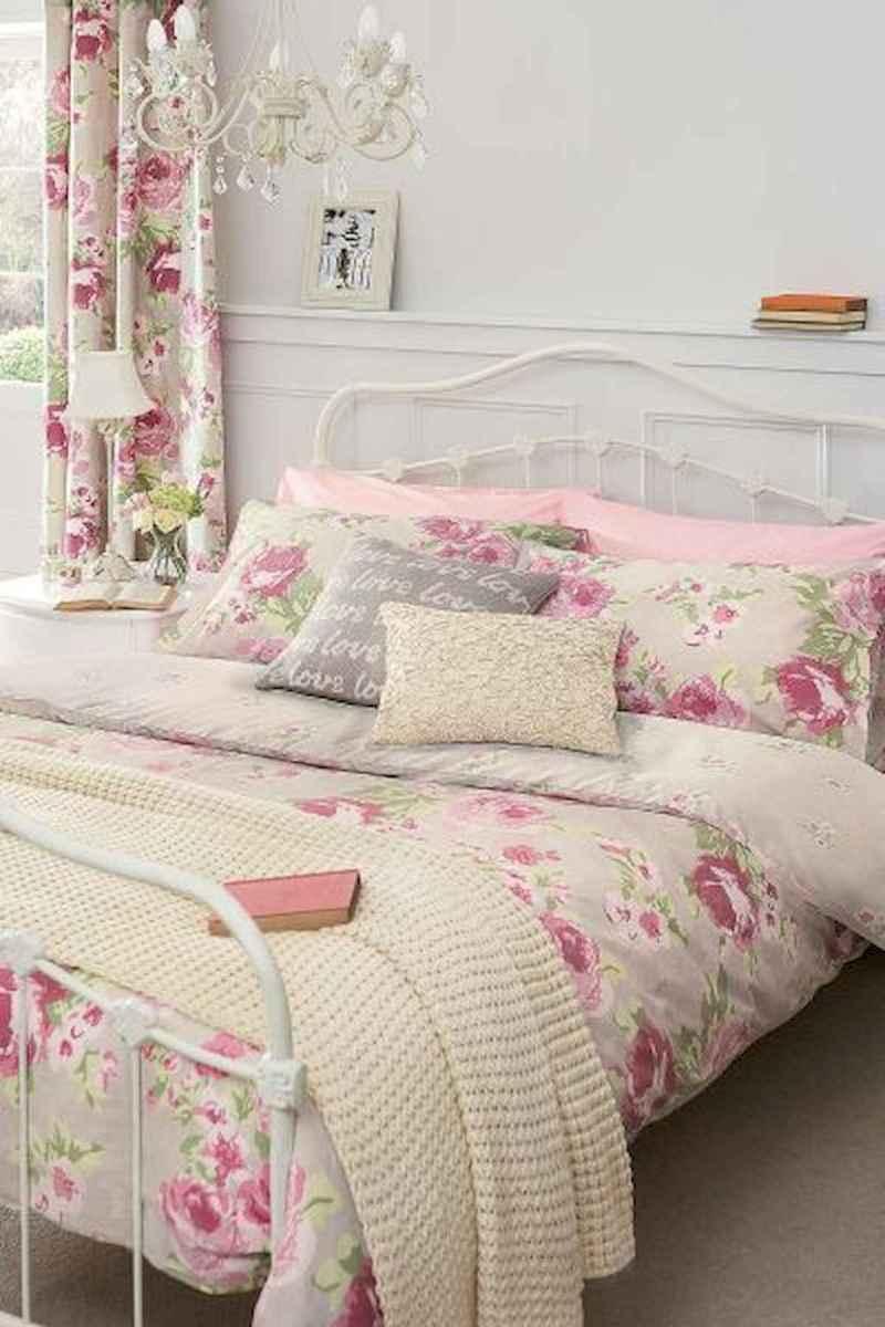 Adorable shabby chic bedroom decor ideas (38)