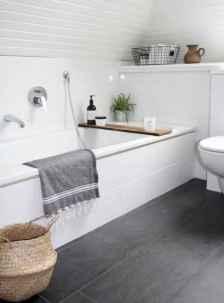 Awesome minimalist bathroom decoration ideas (31)