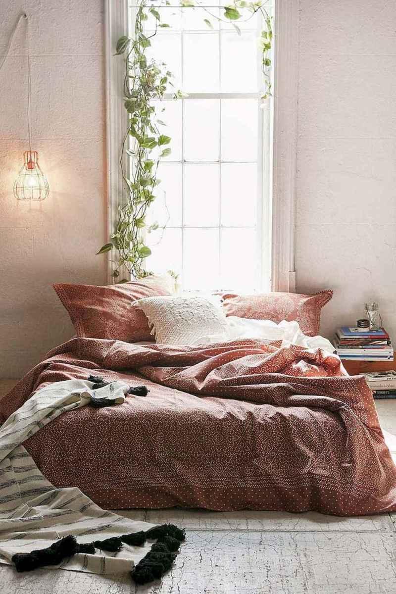 Beautiful minimalist master bedroom decor ideas (52)