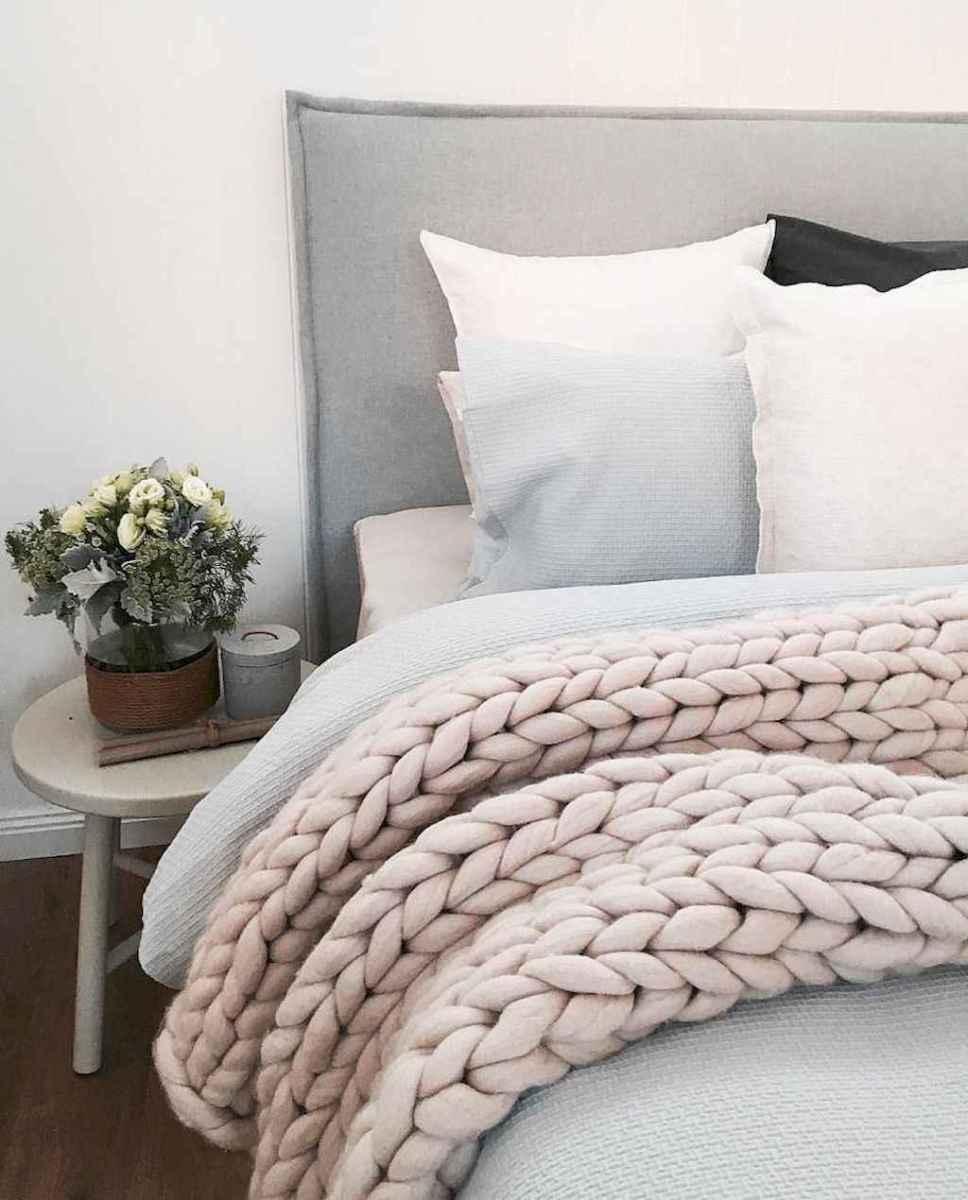Beautiful minimalist master bedroom decor ideas (9)