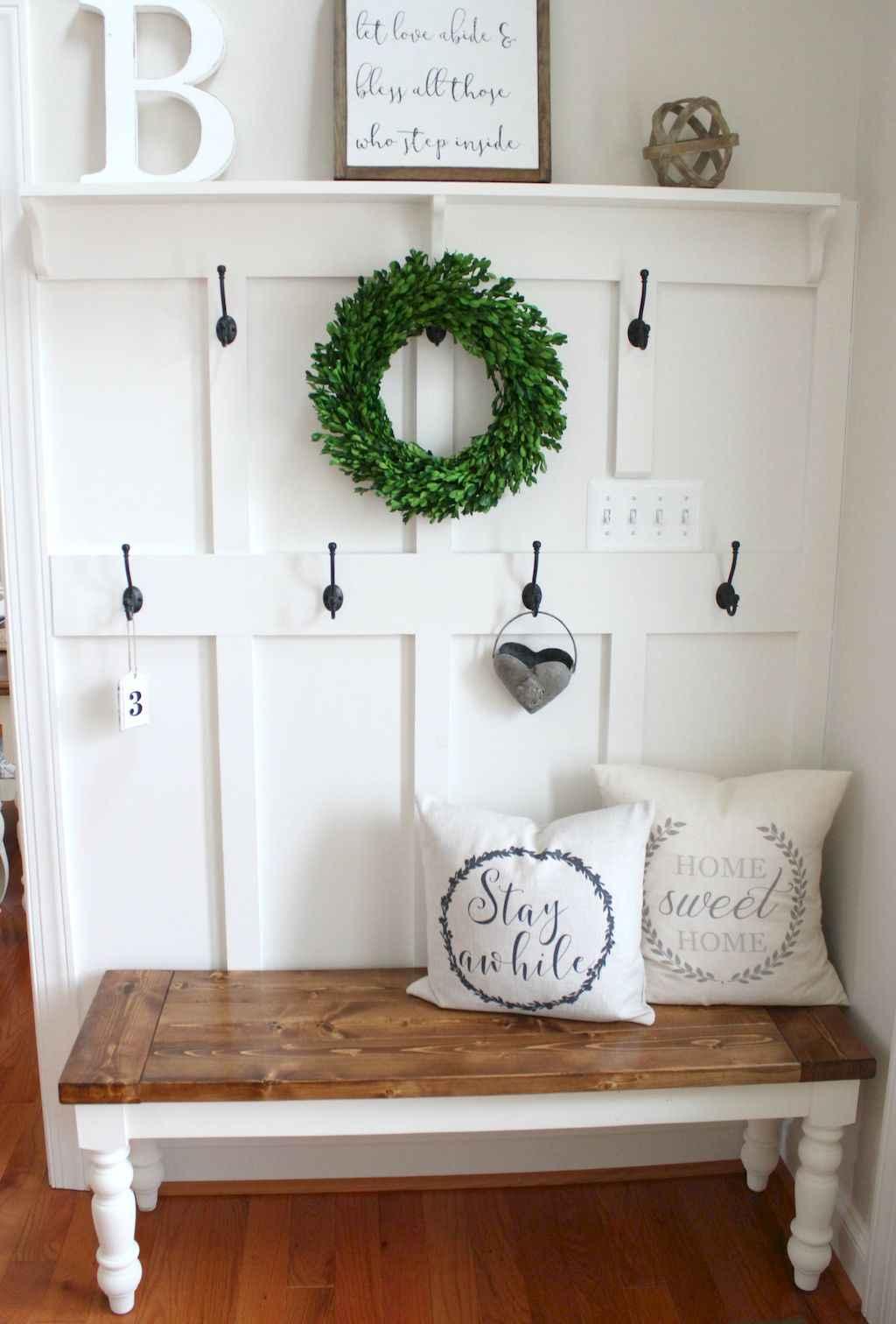 Catchy farmhouse rustic entryway decor ideas (1)