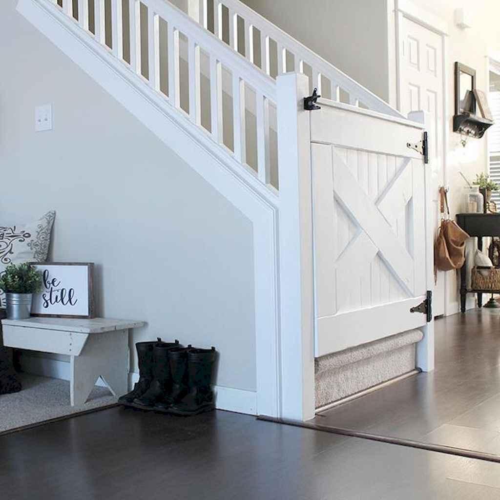 Catchy farmhouse rustic entryway decor ideas (24)
