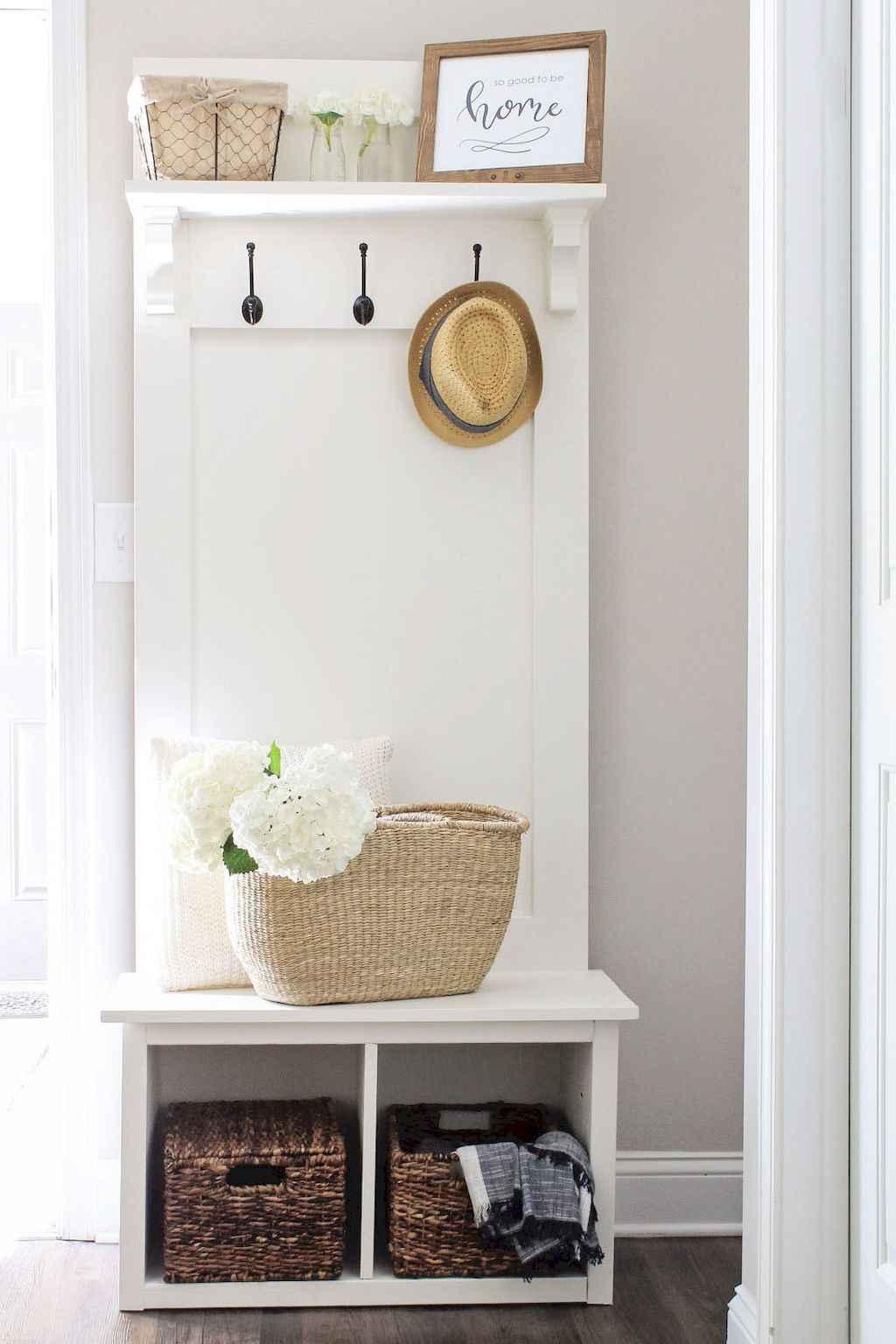 Catchy farmhouse rustic entryway decor ideas (6)
