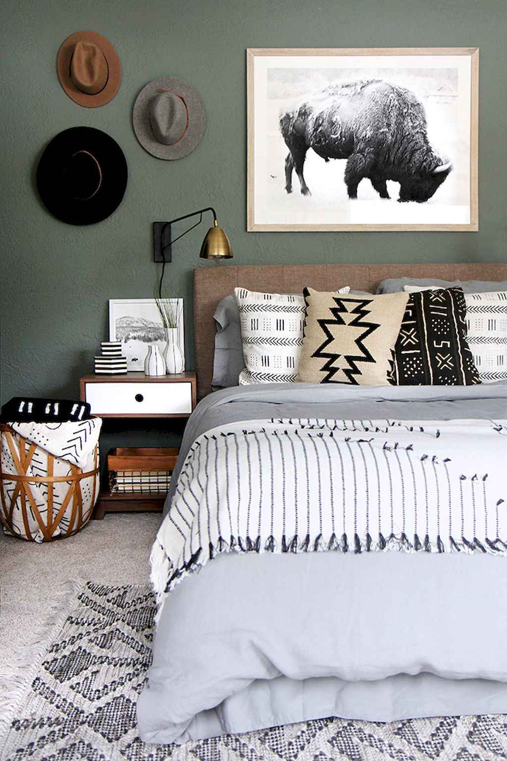 Gorgeous rustic master bedroom design & decor ideas (14)