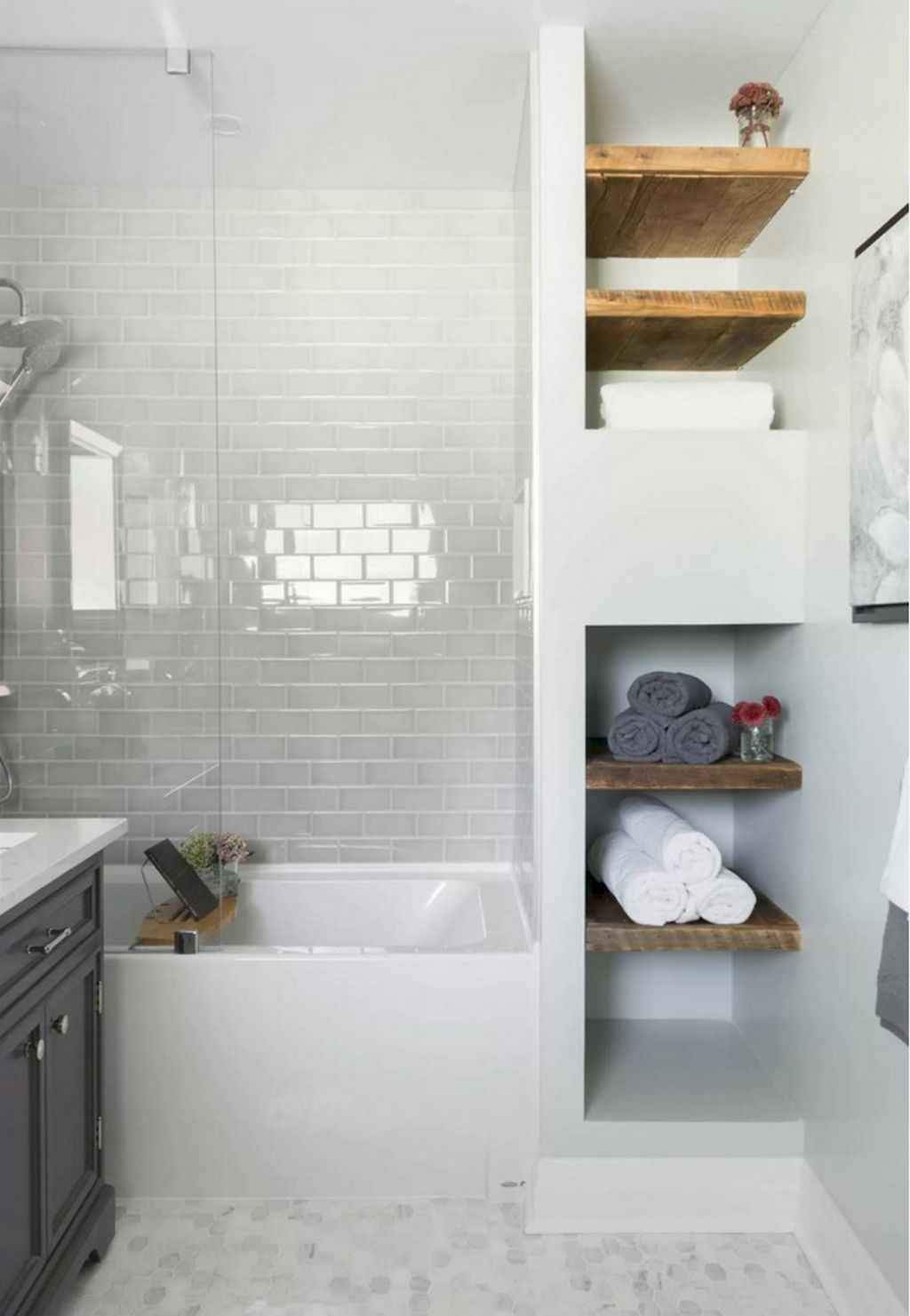 Inspiring apartment bathroom remodel ideas on a budget (32)