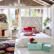 Warm and cozy bohemian master bedroom decor ideas (19)