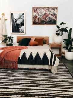 Warm and cozy bohemian master bedroom decor ideas (2)