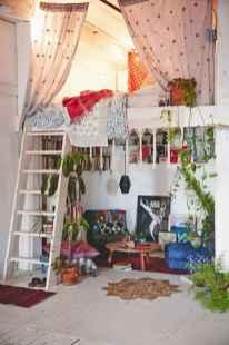 Warm and cozy bohemian master bedroom decor ideas (36)