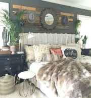 Warm and cozy bohemian master bedroom decor ideas (38)