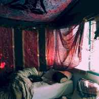 Warm and cozy bohemian master bedroom decor ideas (4)