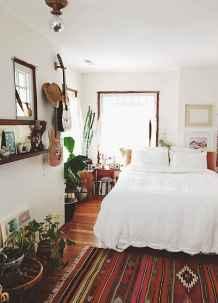 Warm and cozy bohemian master bedroom decor ideas (48)