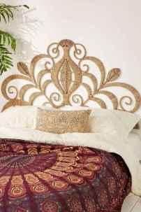 Warm and cozy bohemian master bedroom decor ideas (50)